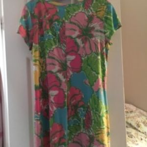 Lilly Pulitzer Dresses - Lilly Pulitzer 3 button T shirt shift dress